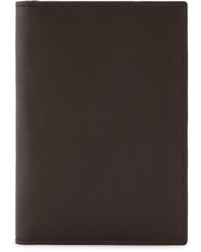 Baron Passport Cover Dark Brown  i gruppen Assesoarer / Lommebøker hos Care of Carl (13231810)