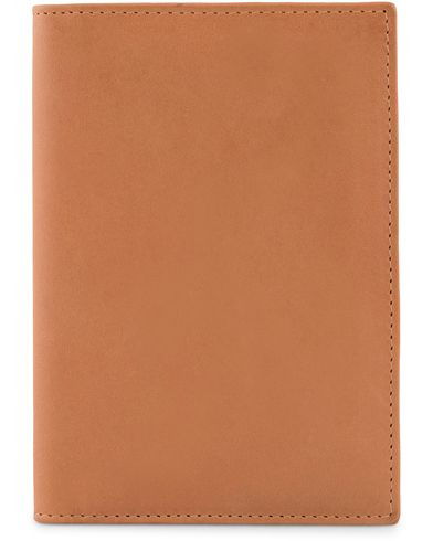 Baron Passport Cover Tan  i gruppen Accessoarer / Pl�nb�cker hos Care of Carl (13232010)