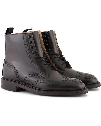 Crockett & Jones Skye 3 Brogue Boot Black Calf i gruppen Skor / Kängor / Snörkängor hos Care of Carl (13235311r)