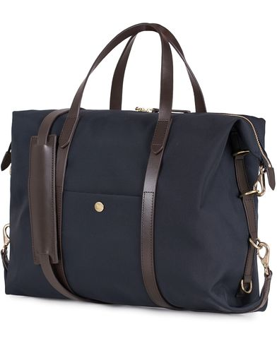 Mismo M/S Utility Nylon Duffle Bag Navy/Dark Brown  i gruppen Vesker / Skuldervesker hos Care of Carl (13240210)