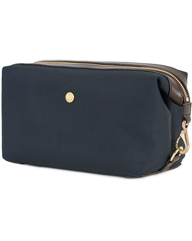 Mismo M/S Nylon Washbag Navy/Dark Brown  i gruppen Vesker / Toalettmapper hos Care of Carl (13242110)