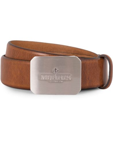Morris Plated Logo Leather 3,5 cm Belt Mid Brown i gruppen Assesoarer / Belter / Umønstrede belter hos Care of Carl (13246011r)