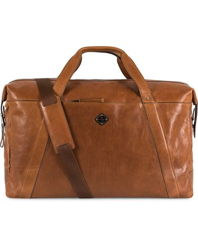 J.Lindeberg Dylan Leather Weekendbag Mid Brown  i gruppen Vesker / Weekendbager hos Care of Carl (13247510)