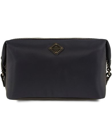 J.Lindeberg S-Washbag Leather/Nylon Navy and Black i gruppen Väskor / Necessärer hos Care of Carl (13247910)