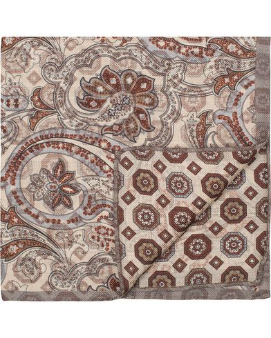 Oscar Jacobson Twofaced Paisley/Medallion Pocket Square Beige  i gruppen Accessoarer / Näsdukar hos Care of Carl (13257010)