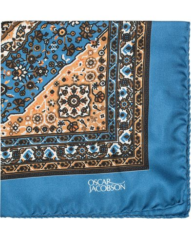 Oscar Jacobson Carpet Design Paisley Pocket Square Light  Blue  i gruppen Assesoarer / Lommetørklær hos Care of Carl (13257310)
