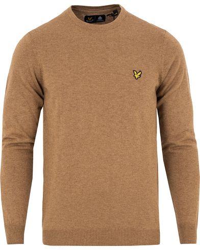 Lyle & Scott Crew Neck Cotton Merino Bracken Brown Marl i gruppen Kläder / Tröjor / Pullovers / Rundhalsade pullovers hos Care of Carl (13265011r)