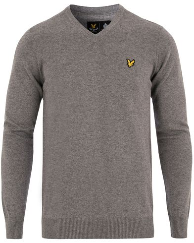 Lyle & Scott V-Neck Cotton Merino Mid Grey i gruppen Gensere / Pullover / Pullovers v-hals hos Care of Carl (13265311r)