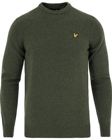 Lyle & Scott Lambswool Crew Neck Pullover Dark Sage i gruppen Tröjor / Pullovers / Rundhalsade pullovers hos Care of Carl (13265611r)