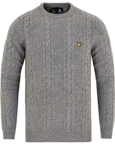 Lyle & Scott Crew Neck Lambswool Cable Pullover Mid Grey Marl i gruppen Gensere / Pullover / Pullovere rund hals hos Care of Carl (13266111r)