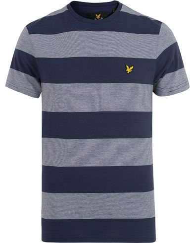 Lyle & Scott Wide Stripe Block Tee Navy i gruppen T-Shirts / Kortärmade t-shirts hos Care of Carl (13268811r)