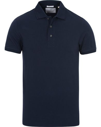 Lyle & Scott London Collection Pima Cotton Polo Navy i gruppen Kläder / Pikéer / Kortärmade pikéer hos Care of Carl (13270111r)