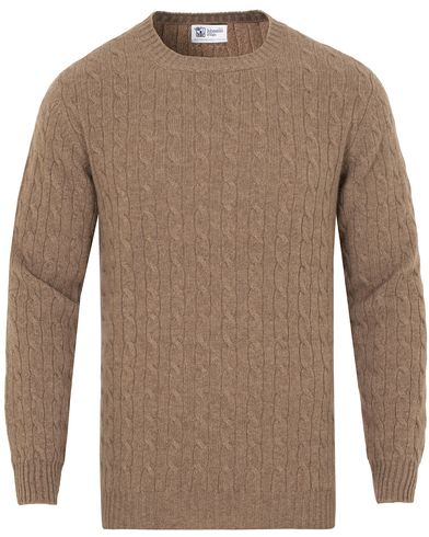 Johnstons of Elgin Cashmere Cable Crew Neck Otter Beige i gruppen Kläder / Tröjor / Pullovers / Rundhalsade pullovers hos Care of Carl (13271011r)