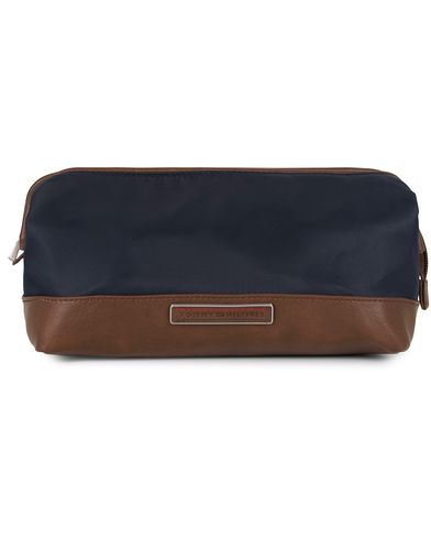 Tommy Hilfiger Framed Washbag Midnight  i gruppen Väskor / Necessärer hos Care of Carl (13280610)
