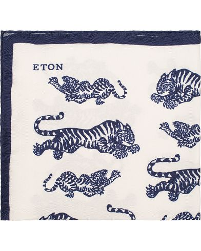 Eton Tiger Silk Pocket Square White/Blue  i gruppen Design A / Assesoarer / Lommetørklær hos Care of Carl (13286410)