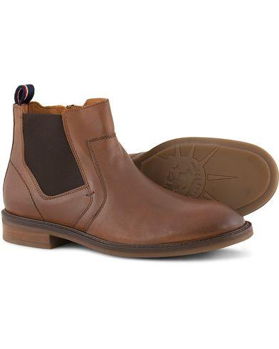 Tommy Hilfiger Rounder Chealsea Boot Cognac Calf i gruppen Skor / K�ngor / Chelsea boots hos Care of Carl (13303011r)
