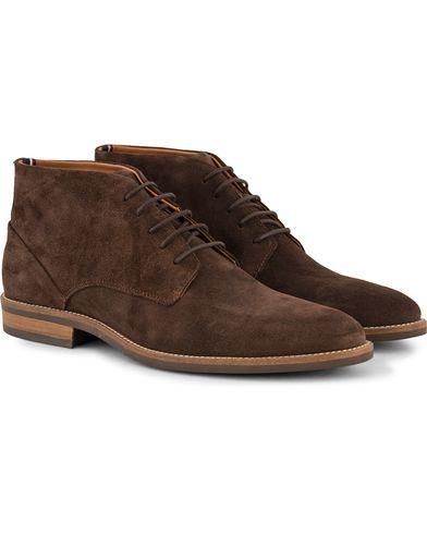 Tommy Hilfiger Dallen Chukka Boot Coffe Bean Suede i gruppen Design A / Sko / Støvler / Chukka boots hos Care of Carl (13303611r)