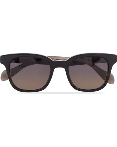 Paul Smith Denning Sunglasses Black Horn/Grey Gradient  i gruppen Accessoarer / Solglasögon / D-formade solglasögon hos Care of Carl (13335710)