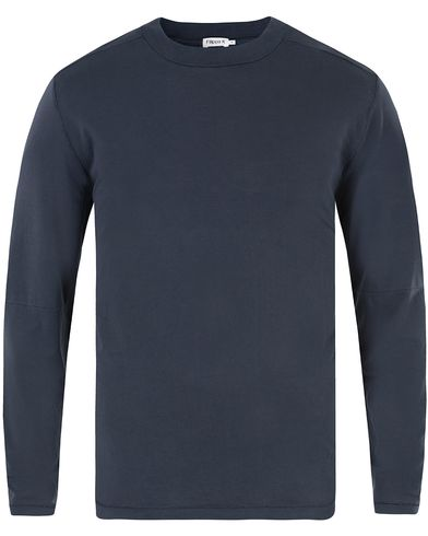 Filippa K Tencel Cotton Crew Neck Long Sleeve Tee Navy i gruppen Klær / T-Shirts hos Care of Carl (13338011r)