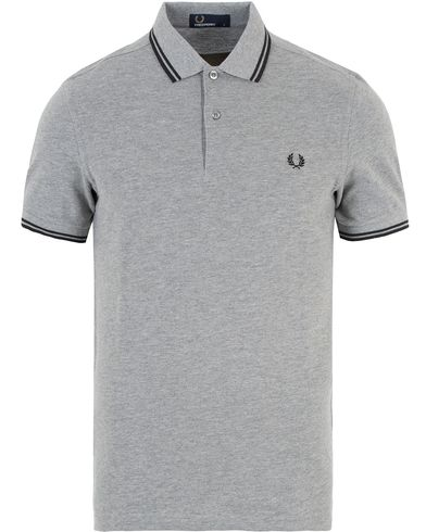 Fred Perry Polo Twin Tip Steel Marl i gruppen Pikéer / Kortärmade pikéer hos Care of Carl (13339411r)