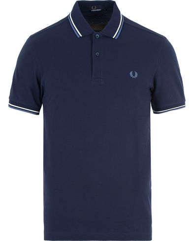 Fred Perry Polo Twin Tip Carbon Blue i gruppen Pikéer / Kortärmade pikéer hos Care of Carl (13339511r)