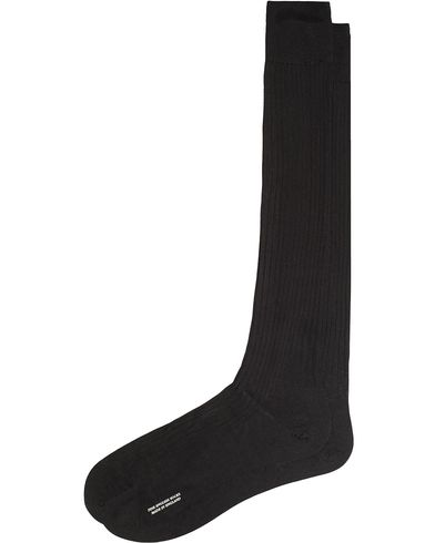 Pantherella Baffin Silk Long Sock Black i gruppen Kläder / Underkläder / Strumpor hos Care of Carl (13341511r)