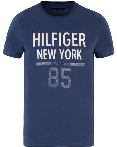 Tommy Hilfiger Karl Crew Neck Tee Medieval Blue i gruppen Klær / T-Shirts hos Care of Carl (13450611r)