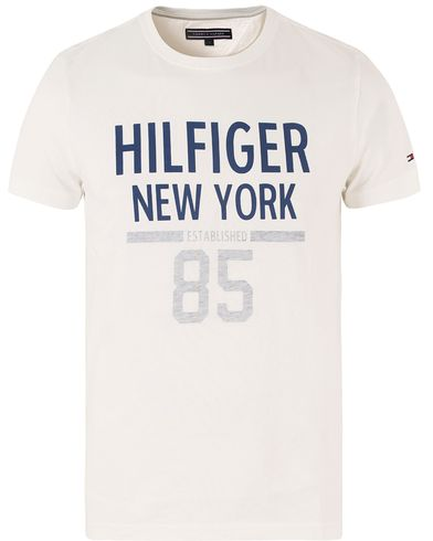 Tommy Hilfiger Karl Crew Neck Tee Snow White i gruppen T-Shirts hos Care of Carl (13450711r)