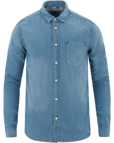 Nudie Jeans Henry Indigo Chambray Shirt Light Blue i gruppen Kläder / Skjortor / Jeansskjortor hos Care of Carl (13452511r)