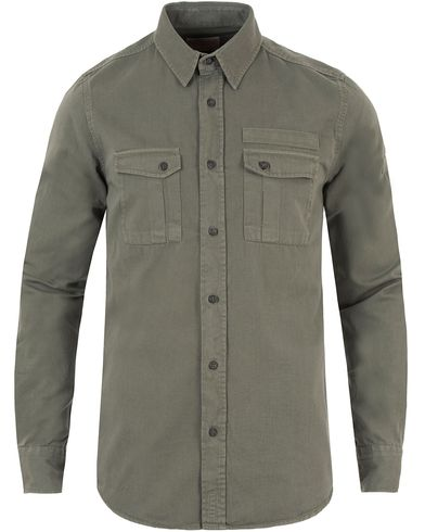 Nudie Jeans Gunnar Patches Pocket Shirt Lumber Green i gruppen Skjortor / Casual skjortor hos Care of Carl (13452611r)