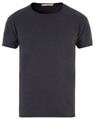Nudie Jeans Roger Raw Hem Slub Navy i gruppen T-Shirts hos Care of Carl (13453311r)