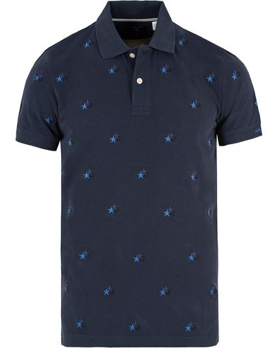 GANT All Over Star Polo Thunder Blue i gruppen Klær / Pikéer / Kortermet piké hos Care of Carl (13469711r)