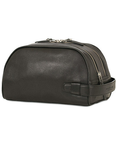Tiger of Sweden Bonardo Leather Toilet Bag Black  i gruppen Accessoarer / Väskor / Necessärer hos Care of Carl (13490710)