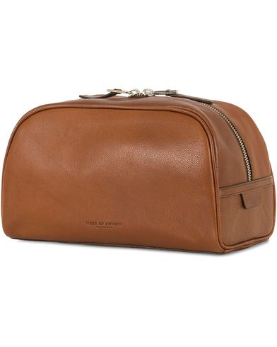 Tiger of Sweden Bonardi Leather Toilet Bag Brown  i gruppen Accessoarer / Väskor / Necessärer hos Care of Carl (13490810)