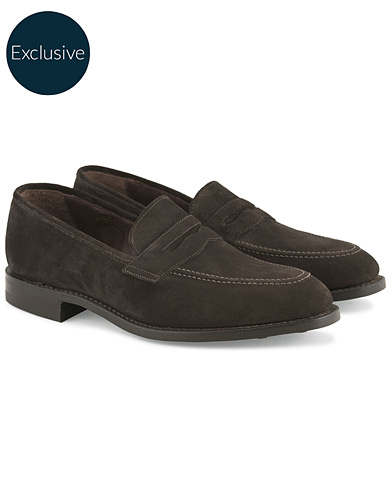 Loake 1880 MTO Whitehall Dainite Penny Loafer Brown Suede i gruppen Design A / Skor / Loafers hos Care of Carl (13494511r)