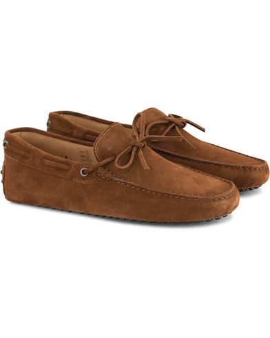 Tod's Laccetto Gommino Carshoe Light Brown Suede i gruppen Skor / Bilskor hos Care of Carl (13509611r)
