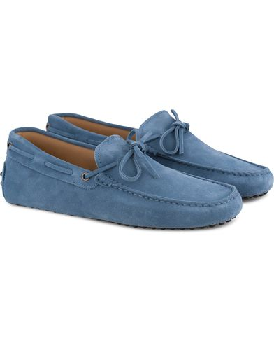 Tod's Laccetto Gommino Carshoe Light Blue Suede i gruppen Skor / Bilskor hos Care of Carl (13509911r)