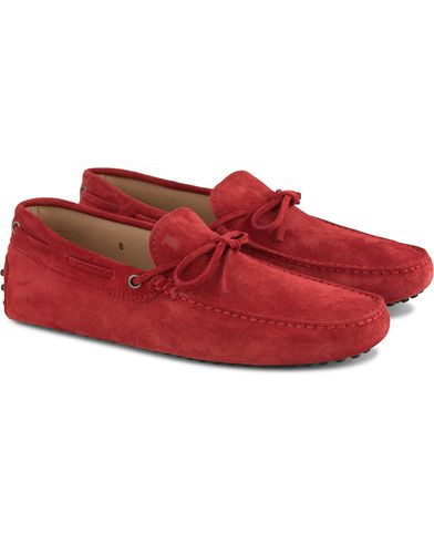 Tod's Laccetto Gommino Carshoe Red Suede i gruppen Skor / Bilskor hos Care of Carl (13510011r)