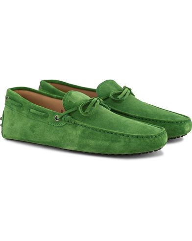 Tod's Laccetto Gommino Carshoe Green Suede i gruppen Skor / Bilskor hos Care of Carl (13510111r)