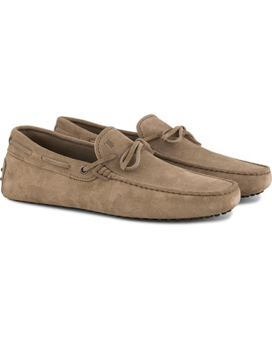 Tod's Laccetto Gommino Carshoe Sand Suede i gruppen Skor / Bilskor hos Care of Carl (13510211r)