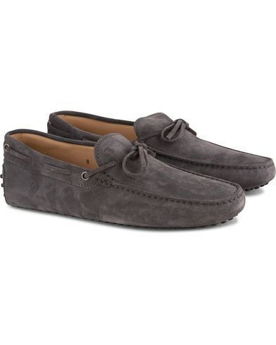 Tod's Laccetto Gommino Carshoe Grey Suede i gruppen Skor / Bilskor hos Care of Carl (13510311r)