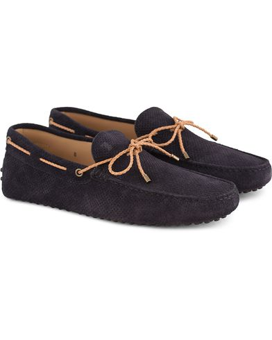 Tod's Laccetto Perforated Carshoe Navy Suede i gruppen Design A / Skor / Bilskor hos Care of Carl (13510411r)