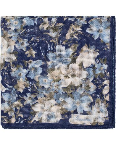 Stenströms Printed Flower Cotton Pocket Square Blue  i gruppen Accessoarer / Näsdukar hos Care of Carl (13518910)