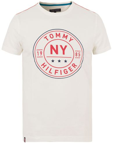Tommy Hilfiger Stan Crew Neck Tee Snow White i gruppen T-Shirts / Kortärmade t-shirts hos Care of Carl (13528711r)