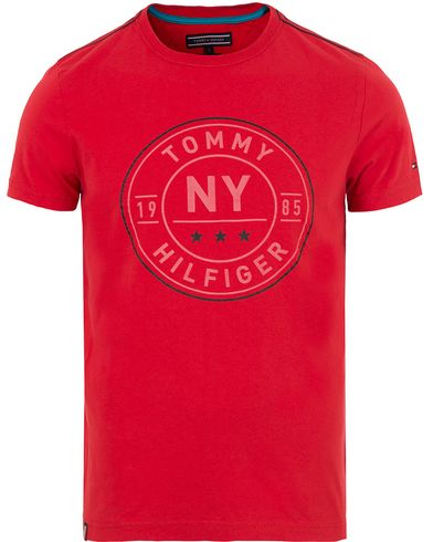 Tommy Hilfiger Stan Crew Neck Tee Mars Red i gruppen T-Shirts / Kortärmade t-shirts hos Care of Carl (13528911r)