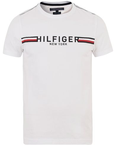 Tommy Hilfiger Koby Print Crew Neck Tee Classic White i gruppen Kläder / T-Shirts / Kortärmade t-shirts hos Care of Carl (13529411r)