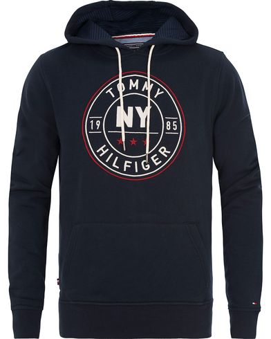 Tommy Hilfiger Darrel Hoodie Midnight i gruppen Kläder / Tröjor / Huvtröjor hos Care of Carl (13530711r)