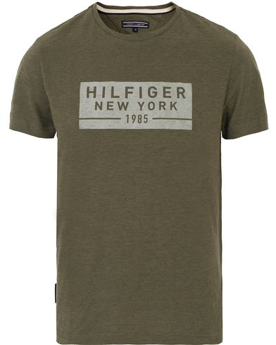 Tommy Hilfiger Hero Heather Crew Neck Tee Grape Leaf i gruppen T-Shirts / Kortärmade t-shirts hos Care of Carl (13531711r)