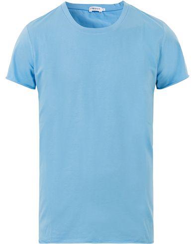 Filippa K Single Jersey Roll Edge Tee Frost i gruppen T-Shirts / Kortärmade t-shirts hos Care of Carl (13533611r)