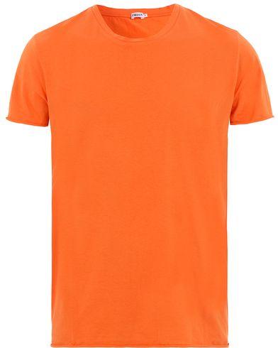 Filippa K Single Jersey Roll Edge Tee Orange Fire i gruppen T-Shirts / Kortärmade t-shirts hos Care of Carl (13533711r)